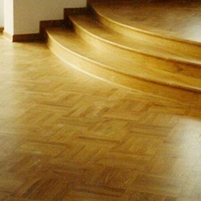 Drewniana podłoga i schody